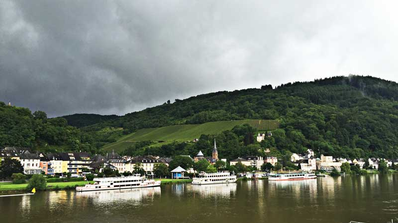 Mythos Mosel: Panoramaansicht Traben-Trarbach