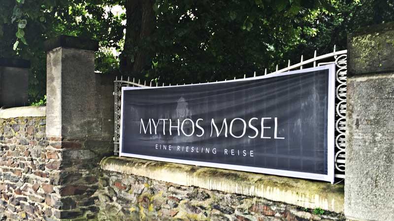 Mythos Mosel: Banner weisen, wer dabei ist