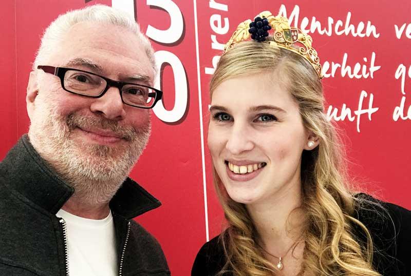 Selfie mit Hoheit: Weinautor Edgar Wilkening mit Königin Christina