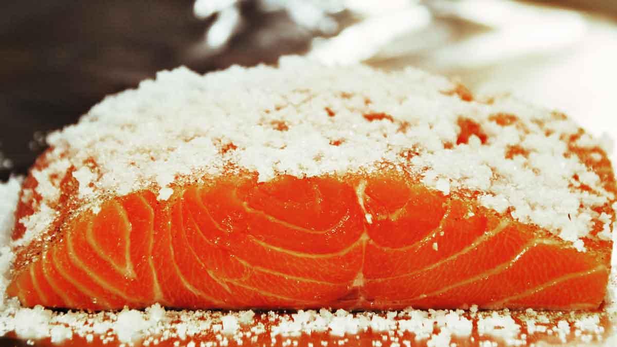 Herstellung Graved Lachs – Step Drei: mit Zucker und Salz